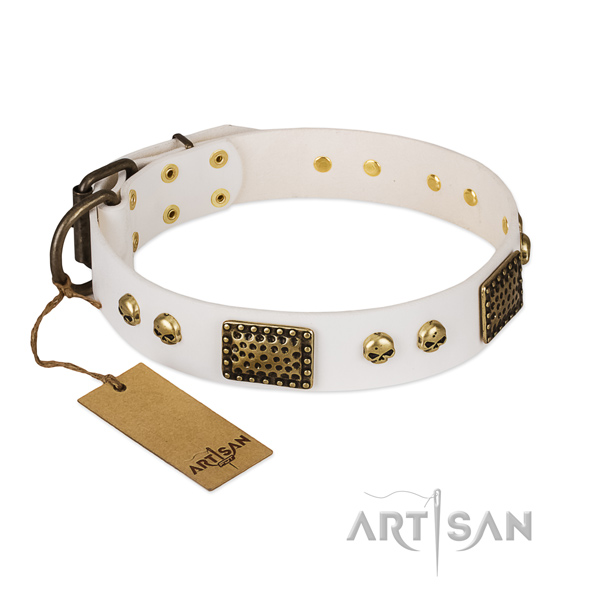 Strong hardware on easy wearing dog collar